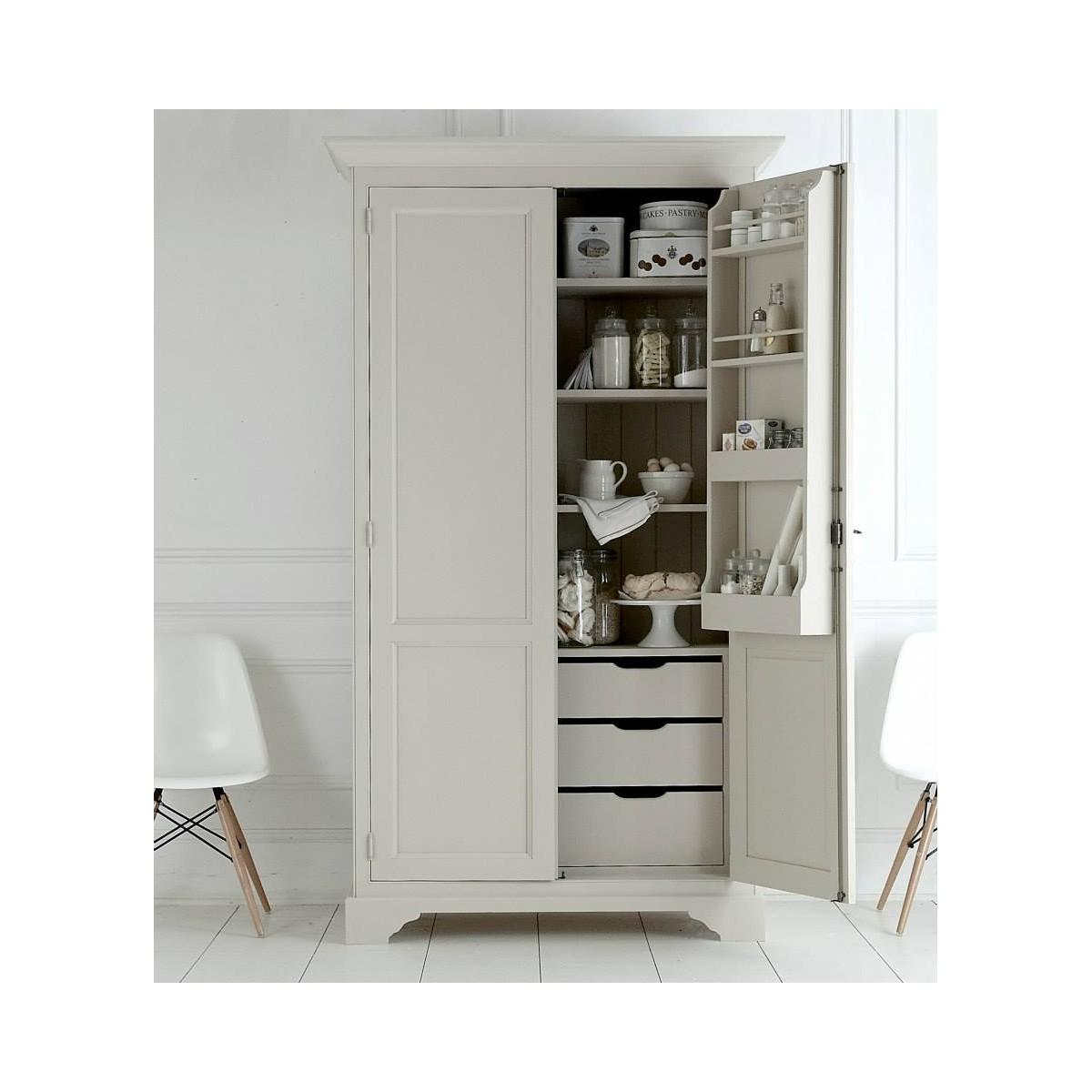 Vitrineskab med indretning som køkkenskab. Shop online hos Brandi ...
