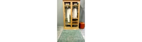 Tøjstativer, garderobeskabe og kommoder